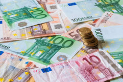 Stapel von Euros und von Münzen für Geschäft und Finanzierung Lizenzfreies Stockbild