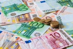 Stapel von Euros und von Münzen für Geschäft und Finanzierung Lizenzfreie Stockbilder