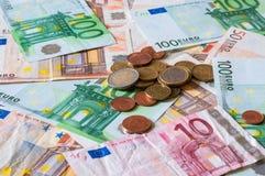 Stapel von Euros und von Münzen für Geschäft und Finanzierung Lizenzfreies Stockfoto
