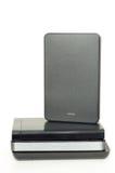 Stapel von externen Festplattenlaufwerken USBs stockfotos