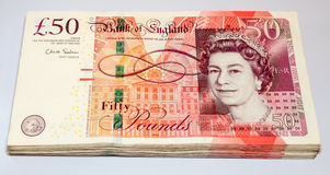 Stapel von fünfzig Pfund Briten-Banknoten Lizenzfreies Stockbild