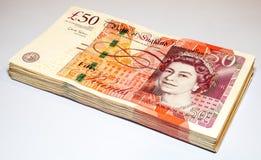 Stapel von fünfzig Pfund Briten-Banknoten Lizenzfreie Stockfotos