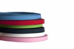 Stapel von farbigen Baumwollbändern Stockfotos