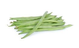Stapel von frischen grünen Bohnen auf weißem Hintergrund Lizenzfreie Stockbilder