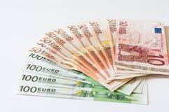 Stapel von Geld Euros auf Weiß für Geschäft und Finanzierung Lizenzfreies Stockfoto