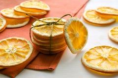Stapel von getrockneten Orangen Stockbilder
