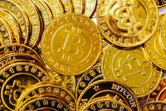 Stapel von Gold-bitcoins Stockbild