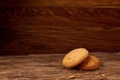 Stapel von Haferplätzchen auf Holztisch, Nahaufnahme, selektiver Fokus lizenzfreies stockbild