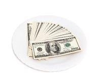 Stapel von hundert Dollar auf einer Platte Lizenzfreies Stockfoto