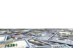 Stapel von hundert Dollarscheinen lokalisiert auf weißem Hintergrund Stapel Bargeld in hundert Dollarbanknoten Haufen von hundert lizenzfreies stockbild