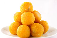 Stapel von indischen Bonbons Motichoor Laddu Lizenzfreie Stockfotos