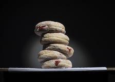 Stapel von Jelly Donuts Stockbilder