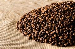 Stapel von Kaffeebohnen Lizenzfreie Stockfotografie