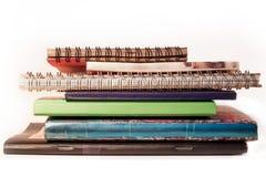 Stapel von Notizbüchern stockbilder