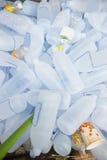 Stapel von Plastikwasserflaschen für die Wiederverwertung Lizenzfreie Stockfotos