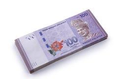 Stapel von 100 Ringgit Malaysia auf Weiß Stockfoto
