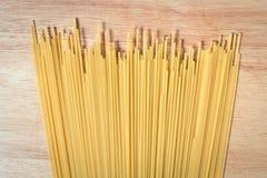 Stapel von rohen Spaghettis Stockbilder