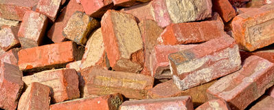 Stapel von roten Backsteinen Stockbild