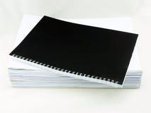Stapel von Weißbüchern lizenzfreie stockfotos