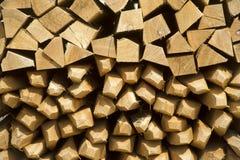 Stapel von Weinstangen - Holz lizenzfreie stockfotografie