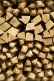 Stapel von Weinstangen - Holz lizenzfreie stockbilder