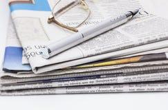 Stapel von Zeitungen Lizenzfreie Stockfotos
