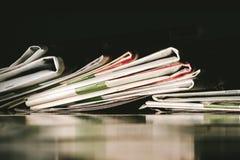 Stapel von Zeitungen Stockfoto