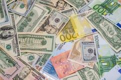 Stapel von zwei führenden Währungen - US-Dollar gegen Euro Stockfotos