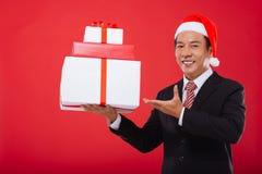 Stapel Weihnachtsgeschenke lizenzfreies stockfoto