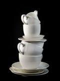 Stapel witte koffiekoppen en platen Stock Foto