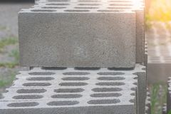 Stapel Zementbetonblöcke an der Baustelle Weicher Fokus stockfotografie