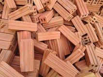 Stapel Ziegelsteine des roten Lehms Lizenzfreie Stockbilder