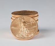 Stapel zuivere gouden muntstukken met het onder ogen zien van de Vrijheid Royalty-vrije Stock Foto's