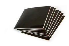 Stapel zwarte behandelde tijdschriften Royalty-vrije Stock Foto's