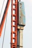 Stapelinstallatie door dalingshamer Stock Foto's