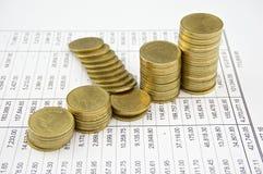 Stapelmünze von Thailand auf Aussage Stockfotos