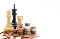 Stapelmuntstukken en schaak Inkomen en winsten Marketing Strategie Stock Afbeeldingen