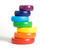 Stapeln des Regenbogenspielzeugs Lizenzfreie Stockfotografie