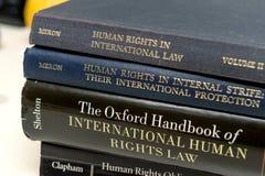 Stapeln Sie verschiedenes Menschenrechtsbuchgesetzes-Bildungs-Universitäts-eam stockfotografie