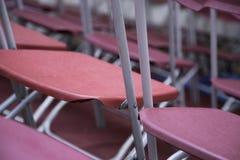 Stapeln von Stühlen Stockbilder