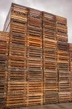 Stapels Bruine Pallets Stock Afbeeldingen