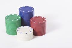 Stapels diverse gekleurde casinospaanders Stock Fotografie