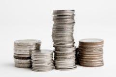 Stapels geïsoleerdeR muntstukken Royalty-vrije Stock Foto's