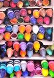 Stapels gebruikte kleurpotloden Stock Afbeeldingen