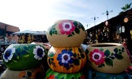 Stapels Mexicaanse ceramische decoratieve potten in workshop - 10 Royalty-vrije Stock Fotografie