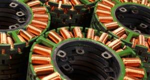 Stapels stators van oude gedemonteerde brushless elektrische motor stock afbeeldingen