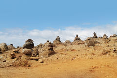 Stapels stenen op zandwoestijn Royalty-vrije Stock Foto