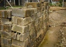 Stapels van bakstenen die beginnen een huisfoto te bouwen in Bogor Indonesië wordt genomen Stock Foto's