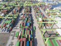Stapels van containersterminal op 10 juli, 2017 in Kaohsiung-haven Stock Foto's