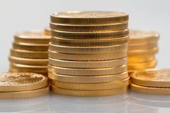 Inzameling van één ons gouden muntstukken Stock Fotografie